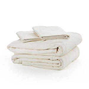 Trois draps de contour sur un fond blanc